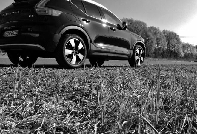 Volvo XC40 in Schwarz mit weissem Dach