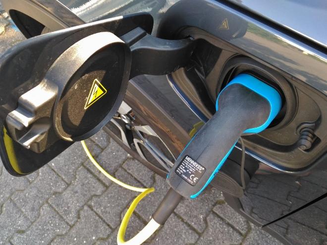Volvo XC40 Recharge T5 Ladeklappe und Stromanschluss