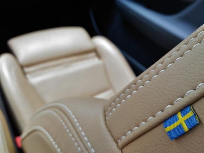 Volvo XC40 Recharge Schweden-Flagge am Beifahrersitz
