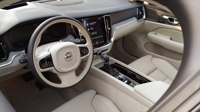 Volvo V60 D4 Armaturenbrett und Cockpit in beige