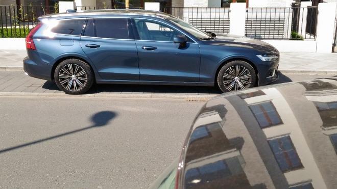 Volvo V60 D4 Kombi, von der Seite