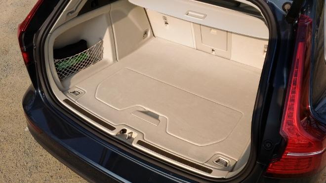 Volvo V60 Kombi Koffrraum, Teppichboden beige