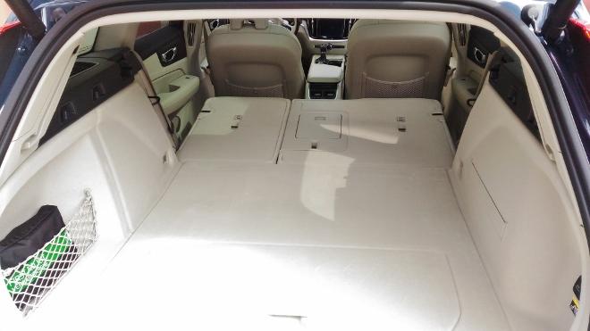 Volvo V60 Kofferraum, Bank umgeklappt und flach gelegt