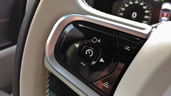 Volvo V60 Tasten am Lenkrad