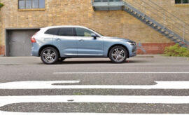 Volvo XC60 B5 von der Seite, Seitenansicht
