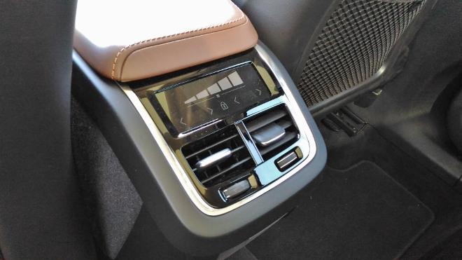 Volvo XC60 B5 Klima hinten