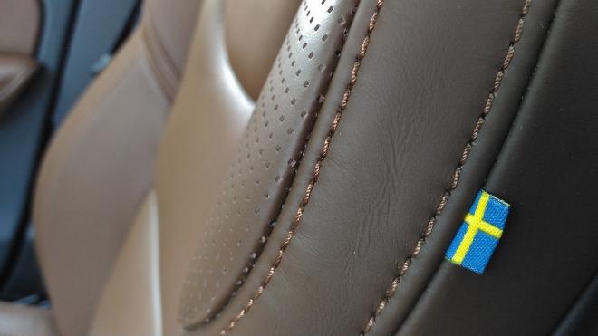Volvo XC60 B5 Ledersitze mit Schwedenflagge